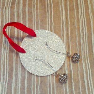 1pair sparkle earrings